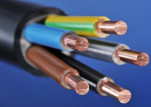 В чем различие между проводом и кабелем?